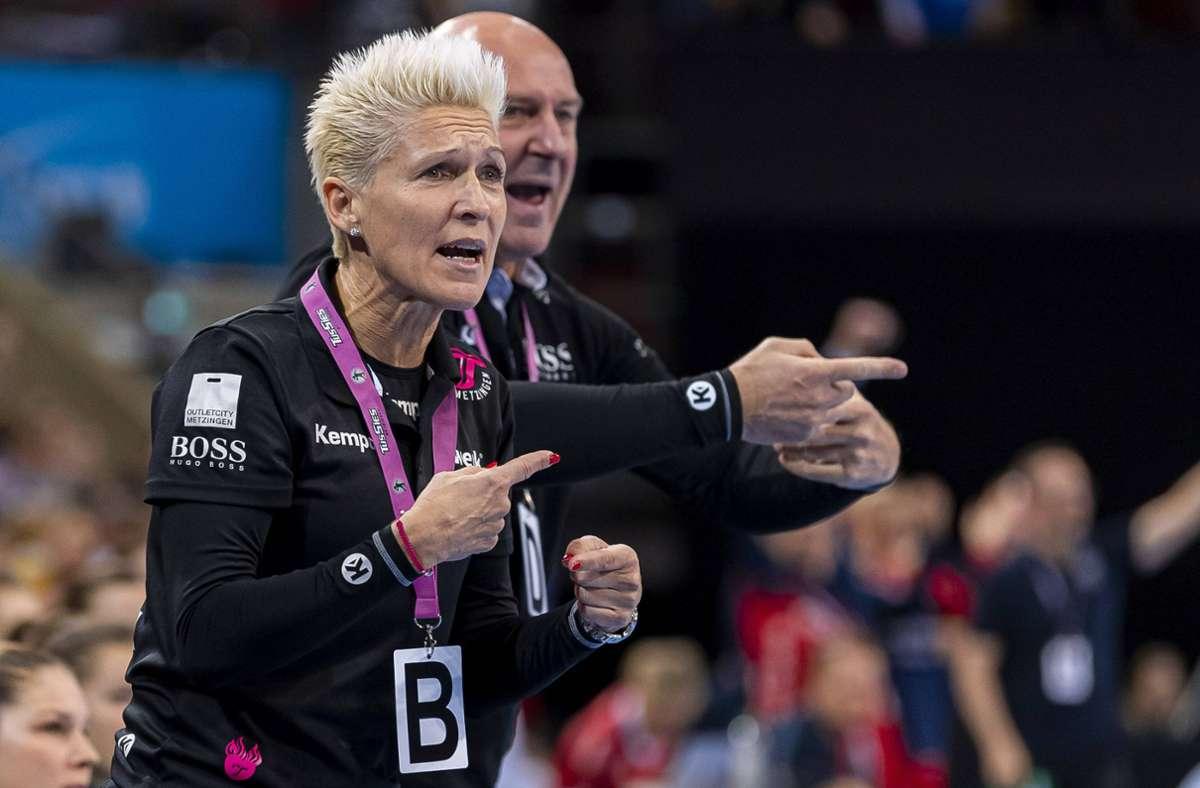 Erfolgreiche Arbeit bei  den Bundesliga-Handballerinnen der  TuS Metzingen: Trainerin Edina Rott und ihr Mann Ferenc. Der  ehemalige Fußball-Torwart zieht  als Geschäftsführer die Fäden. Foto: imago//Marco Wolf