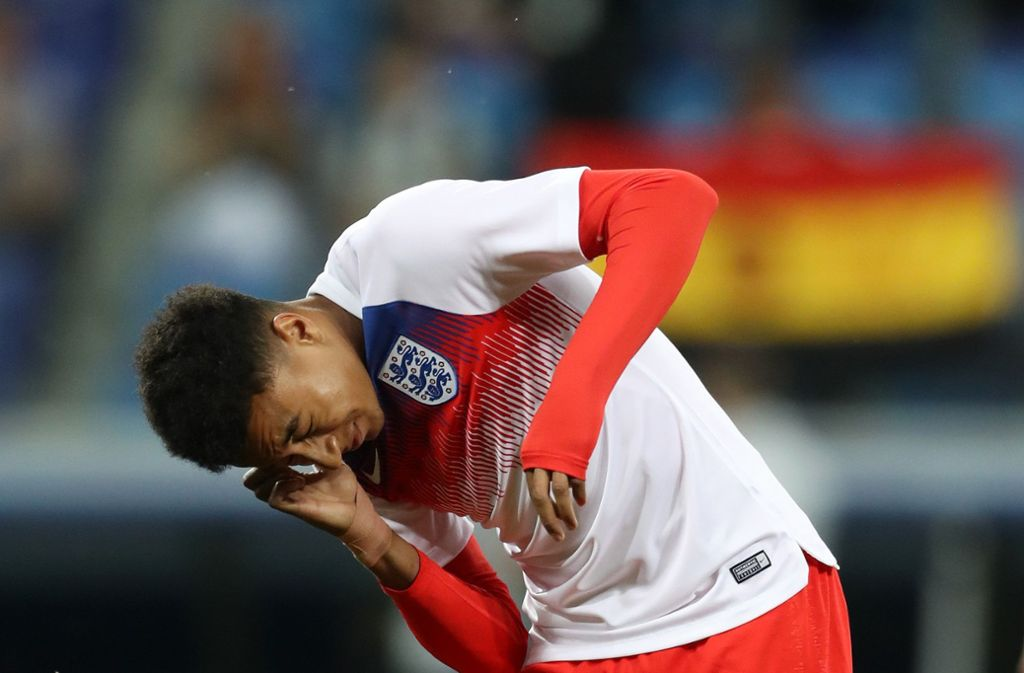Große Mückenplage vor dem WM-Spiel zwischen England und Tunesien – auch Jesse Lingard hat so seine Probleme mit den Insekten. Foto: Getty Images Europe
