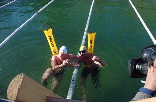 Bei klirrend kalten fünf Grad Wassertemperatur wagen  sich die Eisschwimmer ins Wasser. Mehr Eindrücke von den German Open in der Fotostrecke. Foto: Tschepe