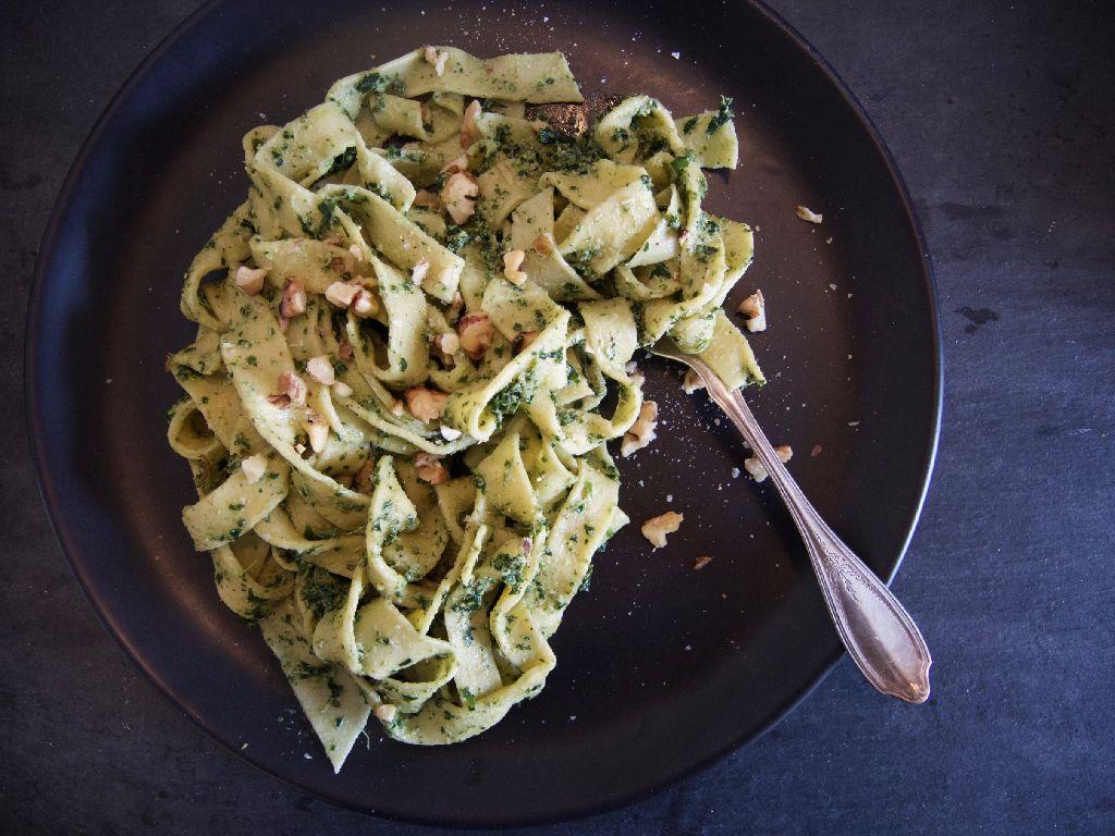 Bock auf Pasta mit Pesto, aber nicht irgendwie sondern selbstgemacht? Foto: Lisa Schölzel