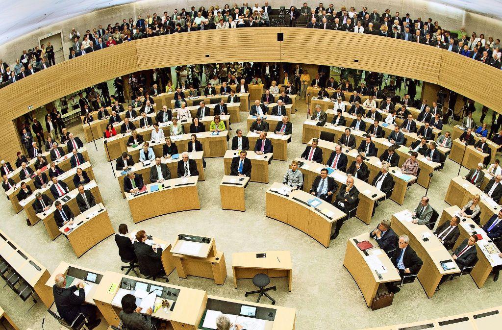 Nebeneinkünfte müssen Landtagsabgeordnete nur zum Teil angeben – daran gibt es immer wieder Kritik, auch aus den eigenen Reihen. Foto: dpa