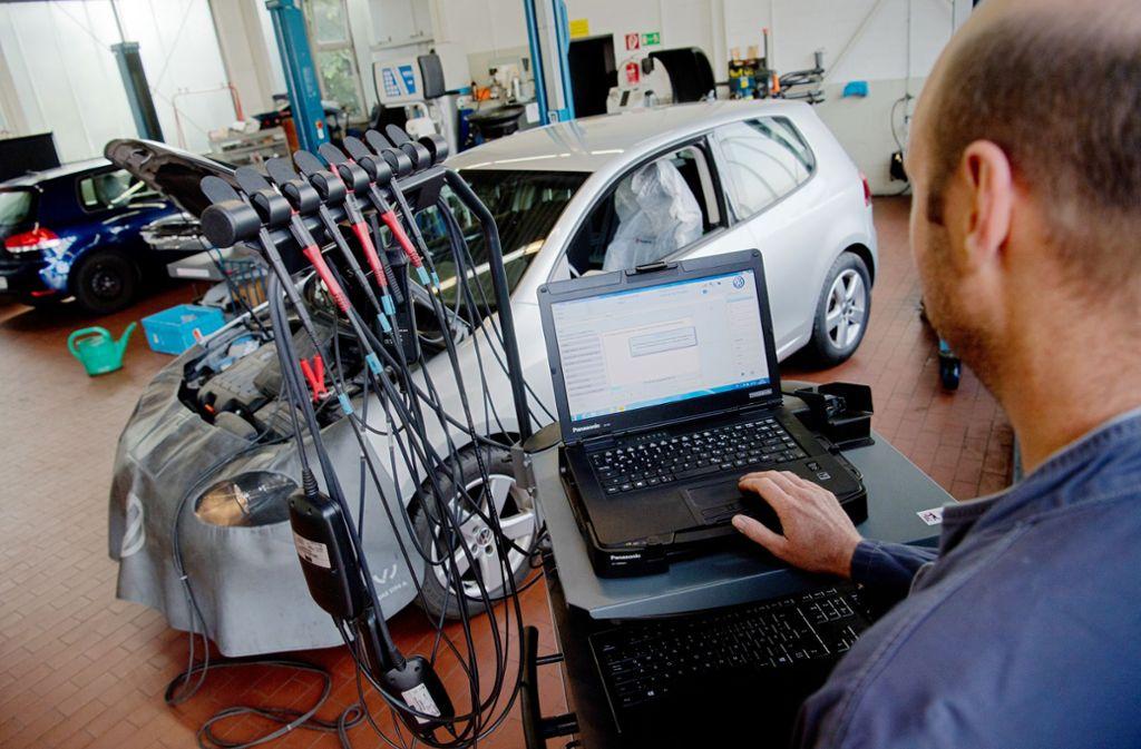 Die Software-Nachrüstung von Millionen Dieselfahrzeugen läuft schleppend. Foto: dpa