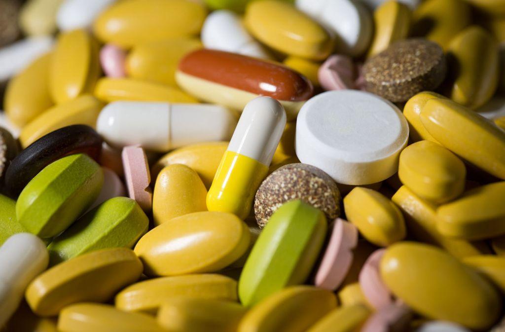 Der Gemeinsame Bundesausschuss entscheidet, welche Arzneien und Therapien erstattet werden. Auf diesem konfliktgeladenen Feld tobt nun ein MAchtkampf. Foto: dpa