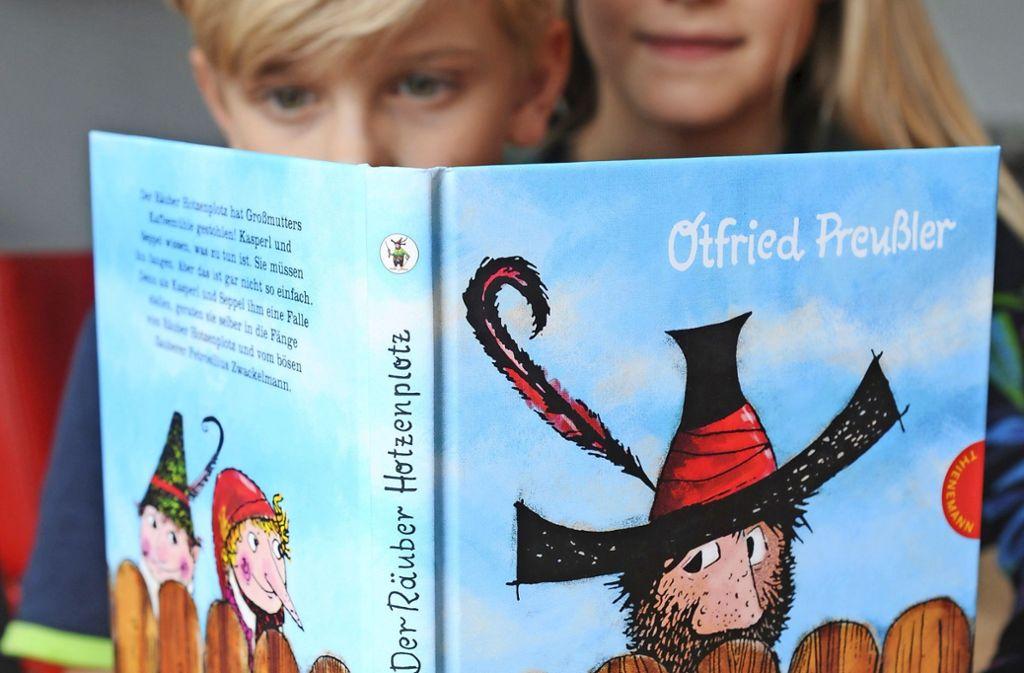 Bücher sind immer noch das beste Medium für Kinder. Es gibt aber auch tolle Apps, mit denen sich Kinder beschäftigen können. Unsere Tipps für die Sommerferien mit aktuellen Neuerscheinungen  finden Sie in der Bildergalerie. Foto: dpa
