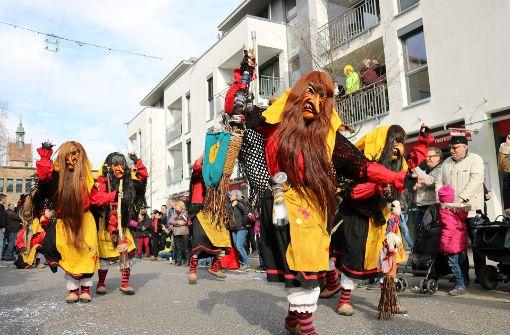 Wilde Kerle, alte  Hexen und andere  Gestalten bevölkerten die Stadt  beim Faschingsumzug in Fellbach.