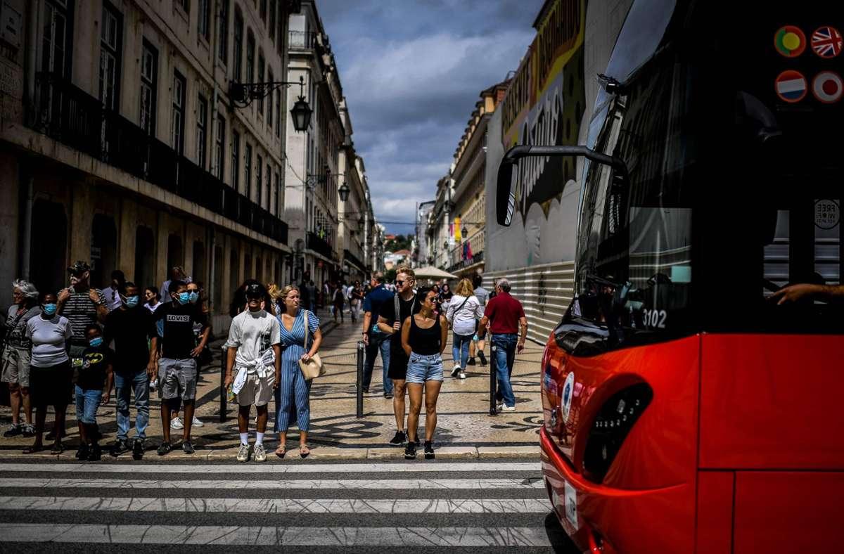 """In der portugiesischen Hauptstadt Lissabon kehrt wieder das """"normale"""" Leben ein. Foto: AFP/PATRICIA DE MELO MOREIRA"""