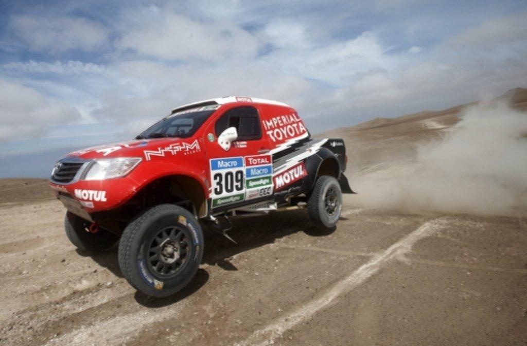 Das deutsch-südafrikanische Duo Dirk von Zitzewitz und Giniel de Villiers hat bei der neunten von 13 Etappen der Rallye Dakar viel Zeit verloren. Foto: dpa