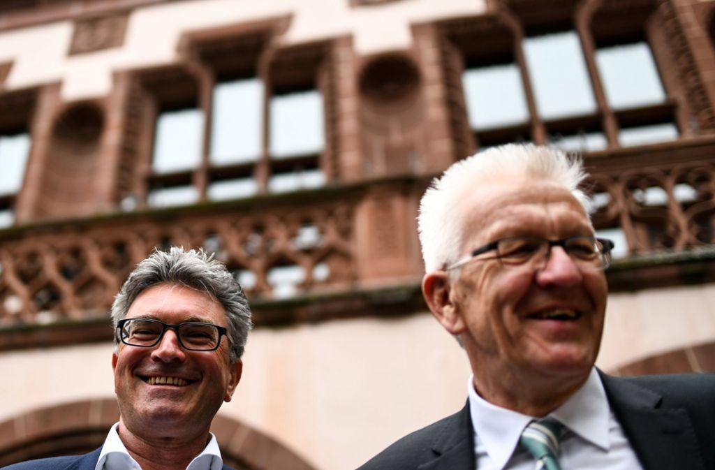 Der Amtsinhaber Dieter Salomon hat in dieser Woche noch Wahlkampfhilfe von Ministerpräsident Winfried Kretschmann (rechts) bekommen. Foto: