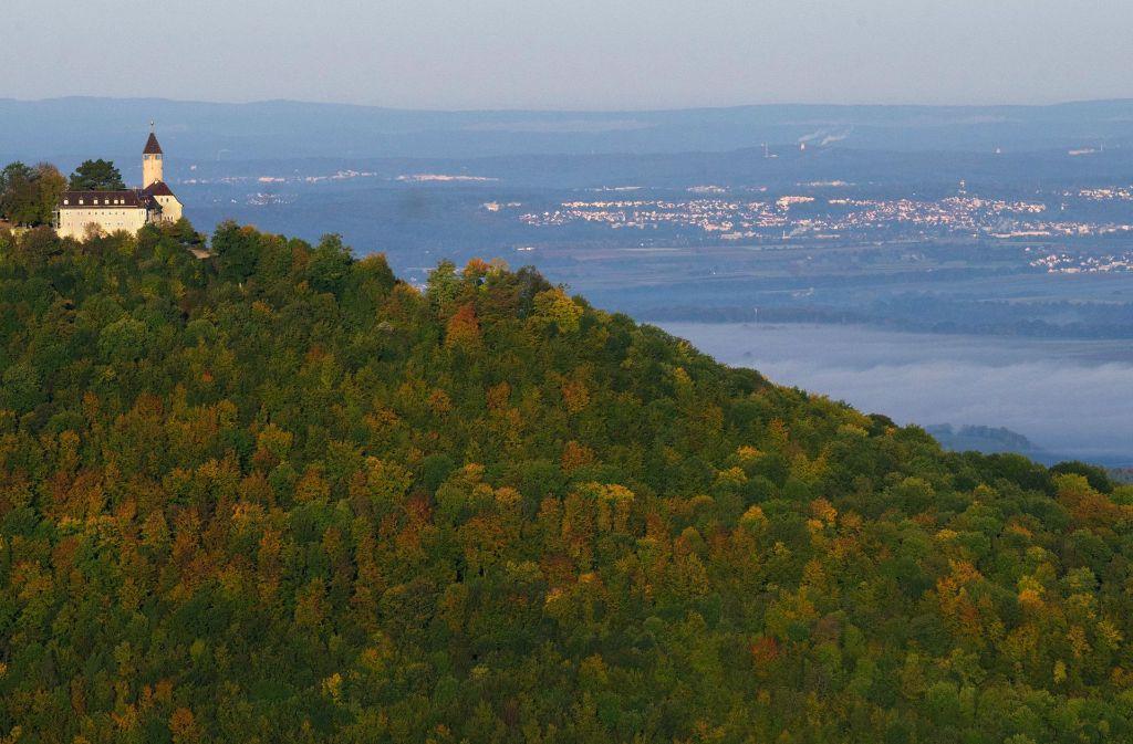 Neben einer schönen Landschaft hat die Schwäbische Alb auch erdgeschichtlichen Schätze zu bieten. Foto: dpa
