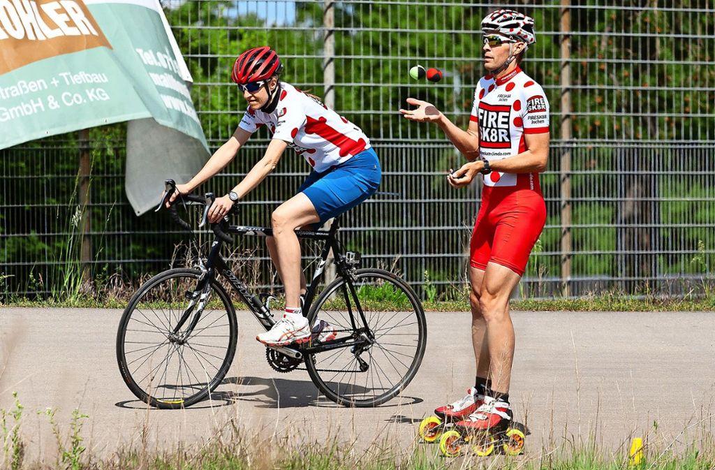 Jochen Glasbrenner, begleitet von seiner Ehefrau Nina, beim Rekordversuch. Foto: Mateja fotografie/Christian Mateja