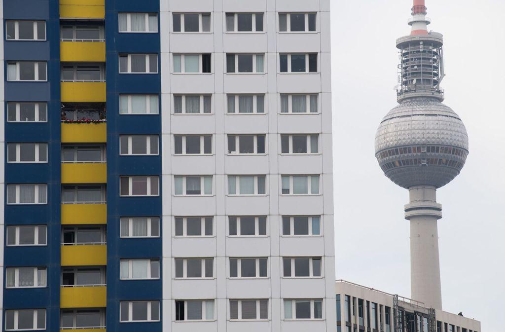 Die rot-rot-grüne Berliner Koalition will bis Anfang kommenden Jahres ein bundesweit bisher einmaliges Mietendeckel-Gesetz beschließen. Foto: dpa/Jörg Carstensen