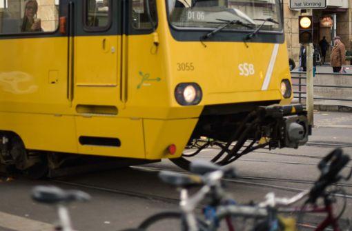 Stadtbahn erfasst 15-jährigen Fußgänger