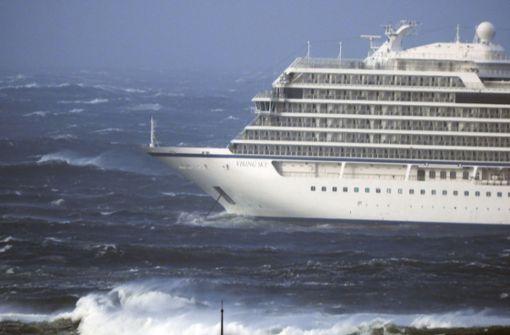 """Kreuzfahrtschiff """"Viking Sky"""" sicher in Hafen geleitet"""