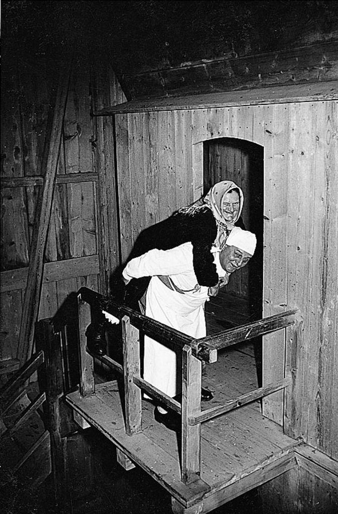 Die Familie Fischer profitiert von einer Sage, die man sich in der Gegend erzählt: Die Geschichte einer magischen Mühle, die alte Frauen wieder jung mahlt. Foto: Tripsdrill