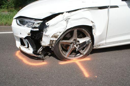 Polizei sperrt Landstraße nach Unfall