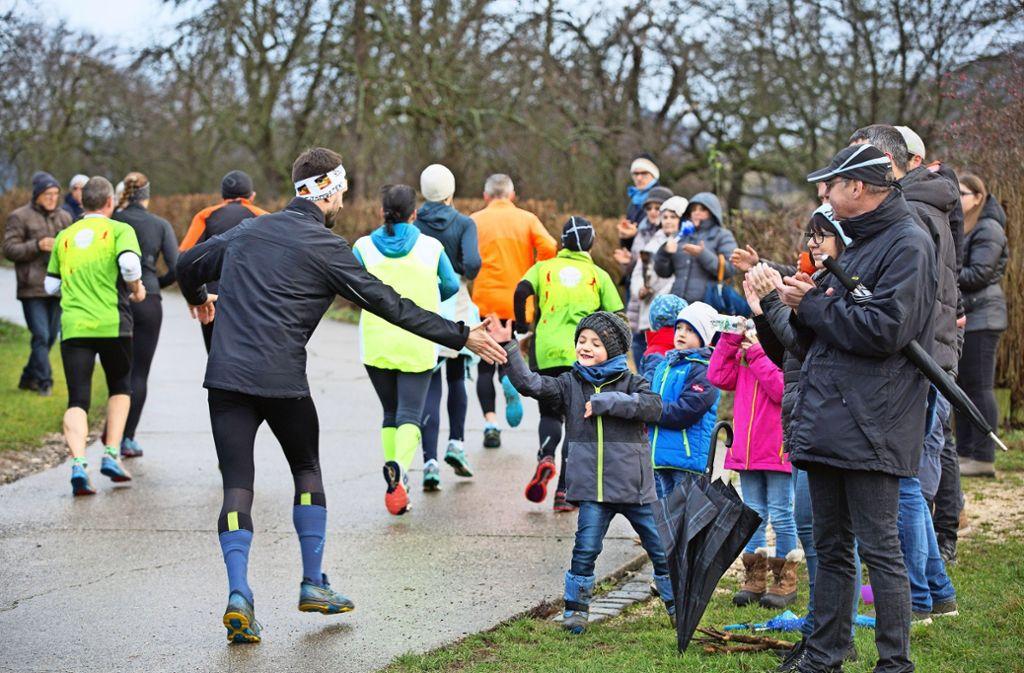 Die Läuferinnen und Läufer  haben den widrigen Bedingungen getrotzt. Foto: Horst Rudel