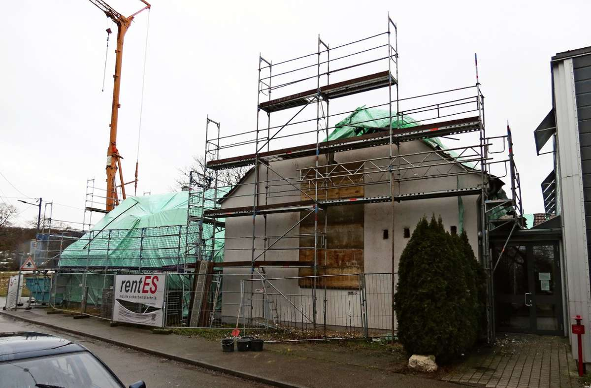 Die Halle braucht unter anderem ein neues Dach und ein neues Fundament Foto: Bernd / Zeyer