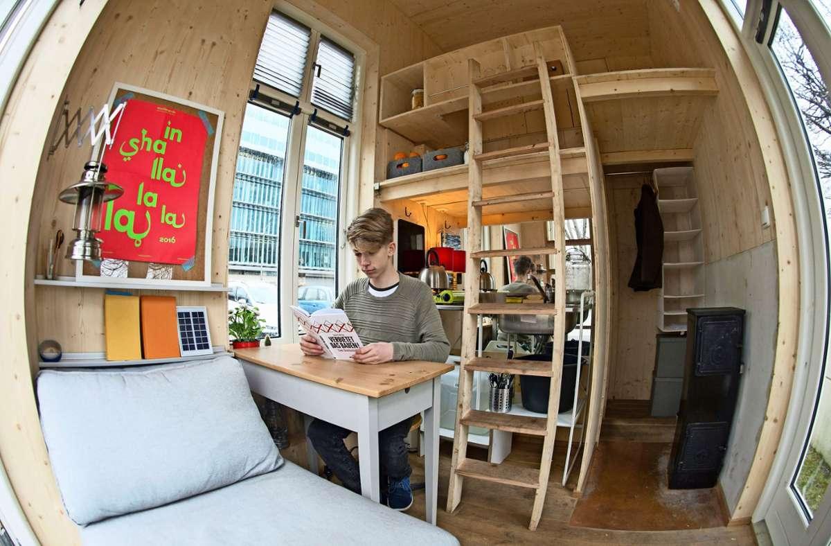 Bad, Küche, Wohn- und Schlafzimmer –  die Minihäuser sind mit allem ausgestattet, was man braucht. Foto: dpa/Paul Zinken