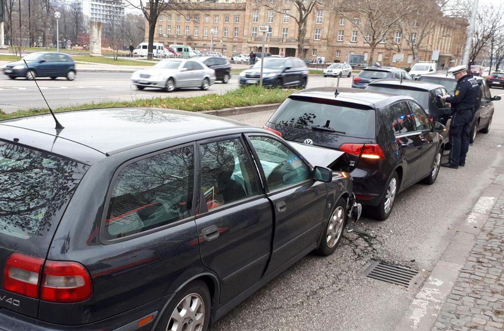 Mehrere Autos waren in Stuttgart in einen Unfall verwickelt. Foto: 7aktuell.de/Jens Pusch