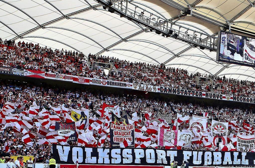 Die Cannstatter Kurve ist bei jedem Heimspiel des VfB bis auf den letzten Platz gefüllt. Foto: Baumann