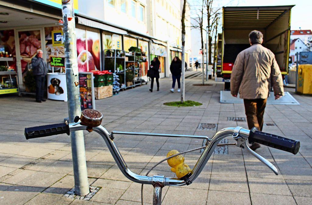 Lieferverkehr, Passanten, Radfahrer - genau diese Begegnung wollen die Bezirksbeiräte nicht mehr. Foto: Caroline Holowiecki