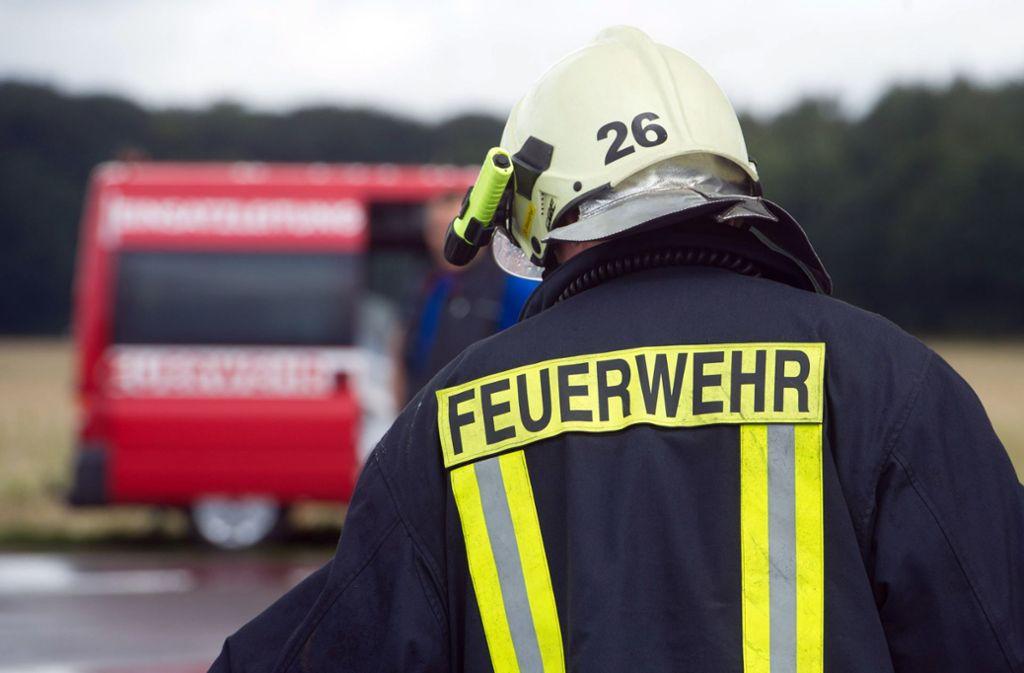 Die Feuerwehr lüftete die Wohnung durch. (Symbolbild) Foto: dpa/Stefan Sauer