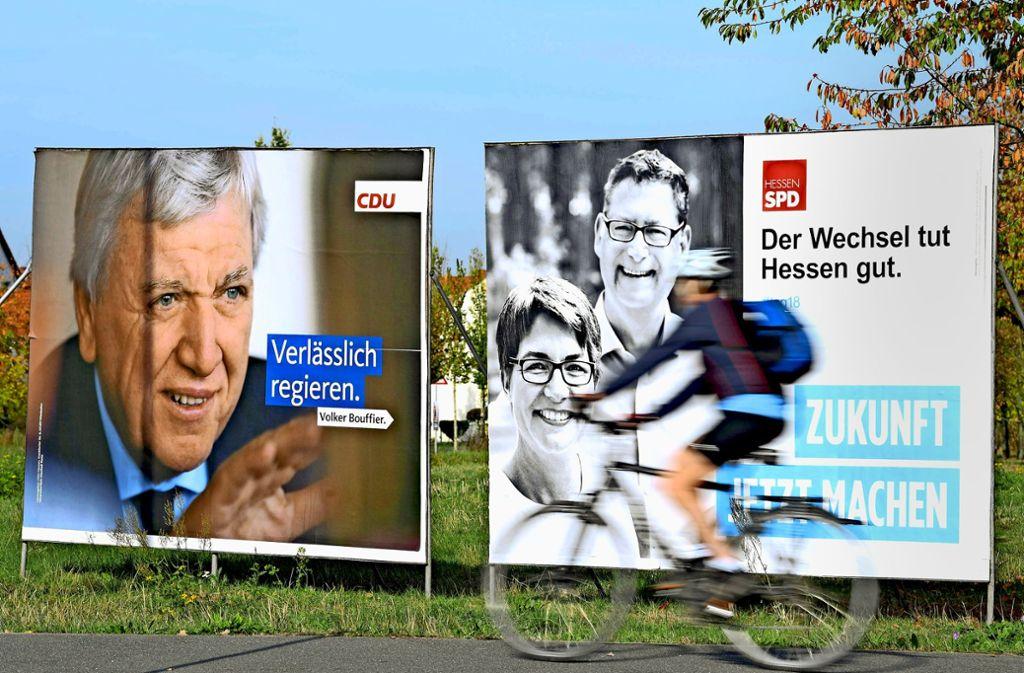 Verlässlichkeit gegen Wechselstimmung: die Wahlkampfplakate von Volker Bouffier und Thorsten Schäfer-Gümbel Foto: dpa