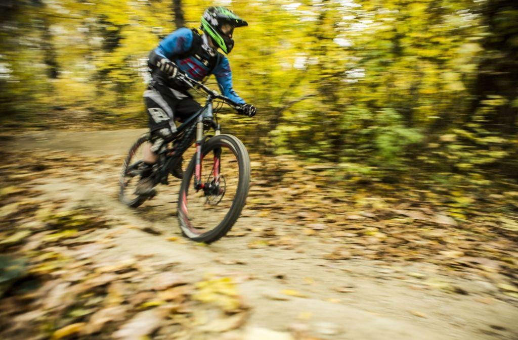 Wer hat im Stuttgarter Kräherwald ein Seil gespannt, um Mountainbiker zu verletzen? Die Polizei bittet um Hinweise. Foto: Lichtgut/Max Kovalenko
