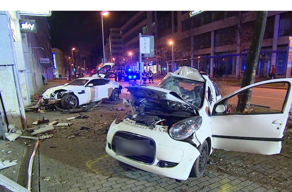 Vor dem  Unfall war der Jaguar mehreren Zeugen wegen seiner Fahrweise aufgefallen. Foto: 7aktuell//Adomat