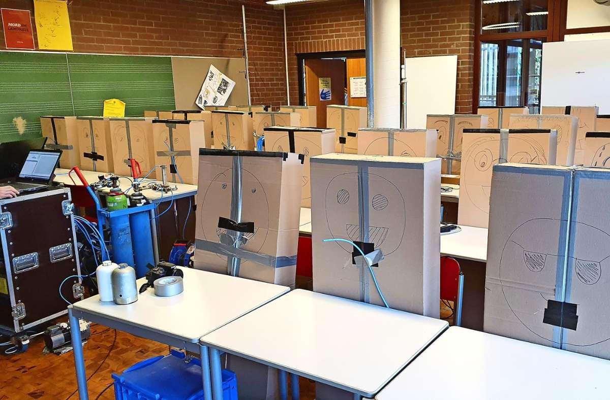 Statt Schülern saßen Pappkartons im Musiksaal, der für Forschungszwecke umfunktioniert wurde Foto: Gymnasium Unterrieden