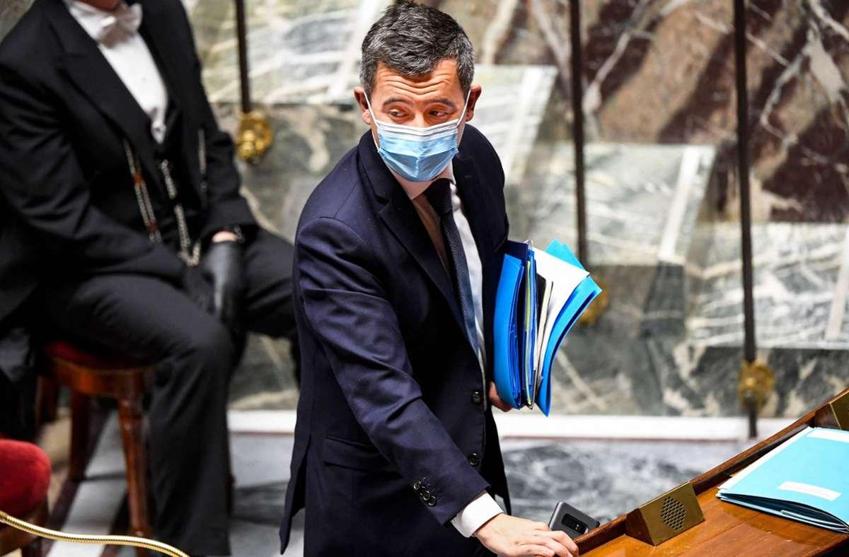 Frankreichs Innenminister Darmanin hält das neue Sicherheitsgesetz für eine gute Sache zum Schutz der Polizisten. Die Kritiker sind weniger überzeugt und befürchten etwa die Einschränkung der Pressefreiheit. Foto: AFP/BERTRAND GUAY