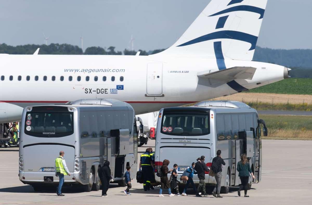 Flüchtlinge aus den griechischen Flüchtlingslagern kommen in Hessen an. (Archivbild) Foto: dpa/Swen Pförtner