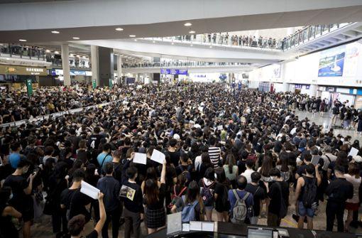 Flughafen schmeißt Demonstranten raus