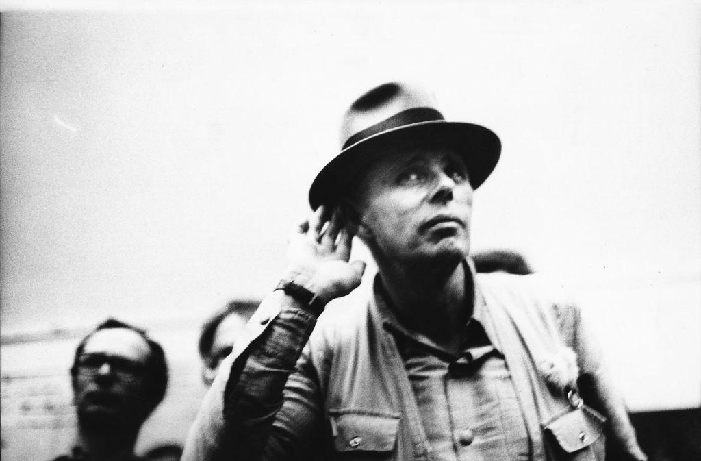 Machen Sie eine typische Geste: Joseph Beuys, wie er leibte und lebte Foto: Verleih