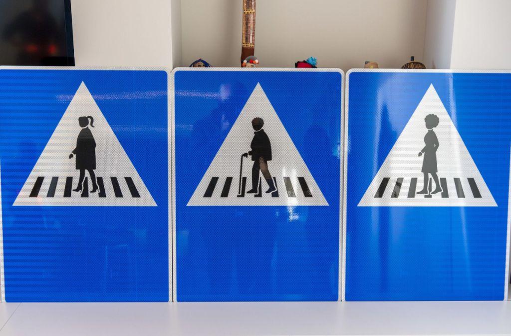 Neue Schilder braucht die Stadt ... und in Genf werden sie jetzt auch angebracht. Foto: dpa/Martial Trezzini