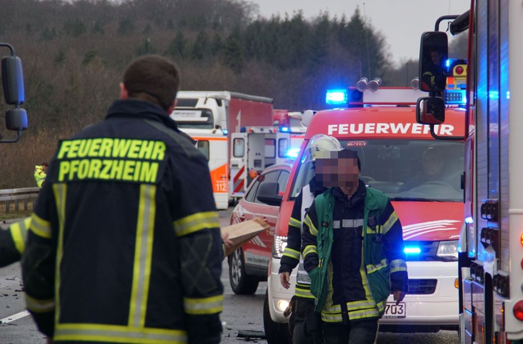Bei dem Unfall auf der A8 bei Pforzheim kam ein 22-Jähriger ums Leben. Foto: SDMG/Gress