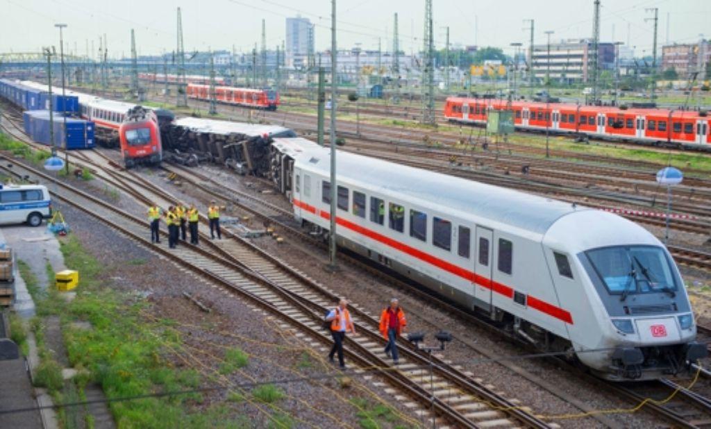 Beim Zusammenstoß eines Güterzugs mit einem  Eurocity-Zug  in Mannheim waren Anfang August  mehrere   Waggons umgekippt. Foto: dpa