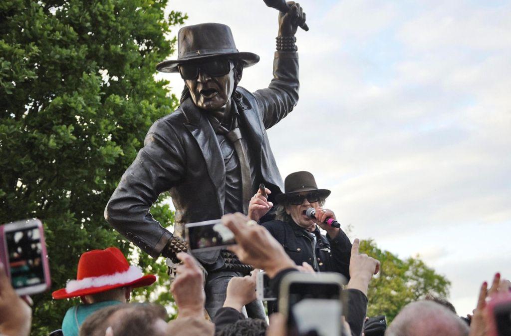 Im vergangenen Jahr hat Gronau zu Ehren Udo Lindenbergs eine Statue aufgestellt. Foto: dpa
