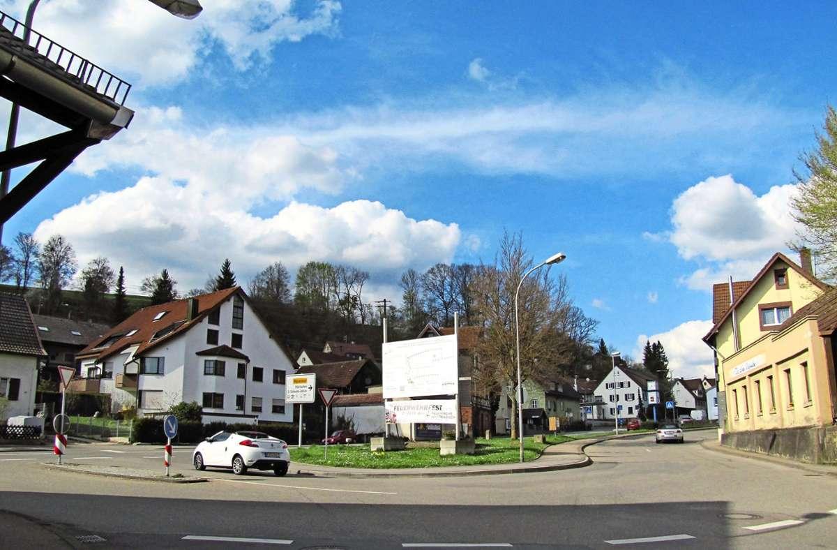 Für die Kreuzung von Echterdinger Straße (rechts) und Stuttgarter Straße ist ein Kreisel im Gespräch. Und um den gibt es Zank. Foto: Claudia Barner