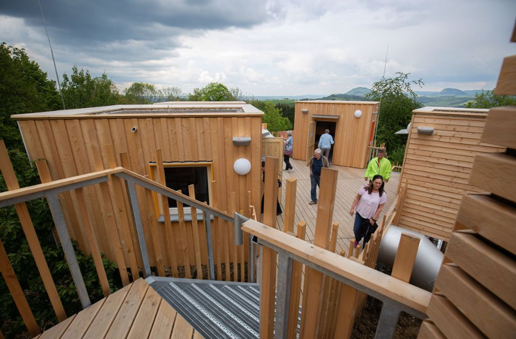 Die neuen Baumhäuser wurden ausgiebig erkundet. Foto: Michael Steinert