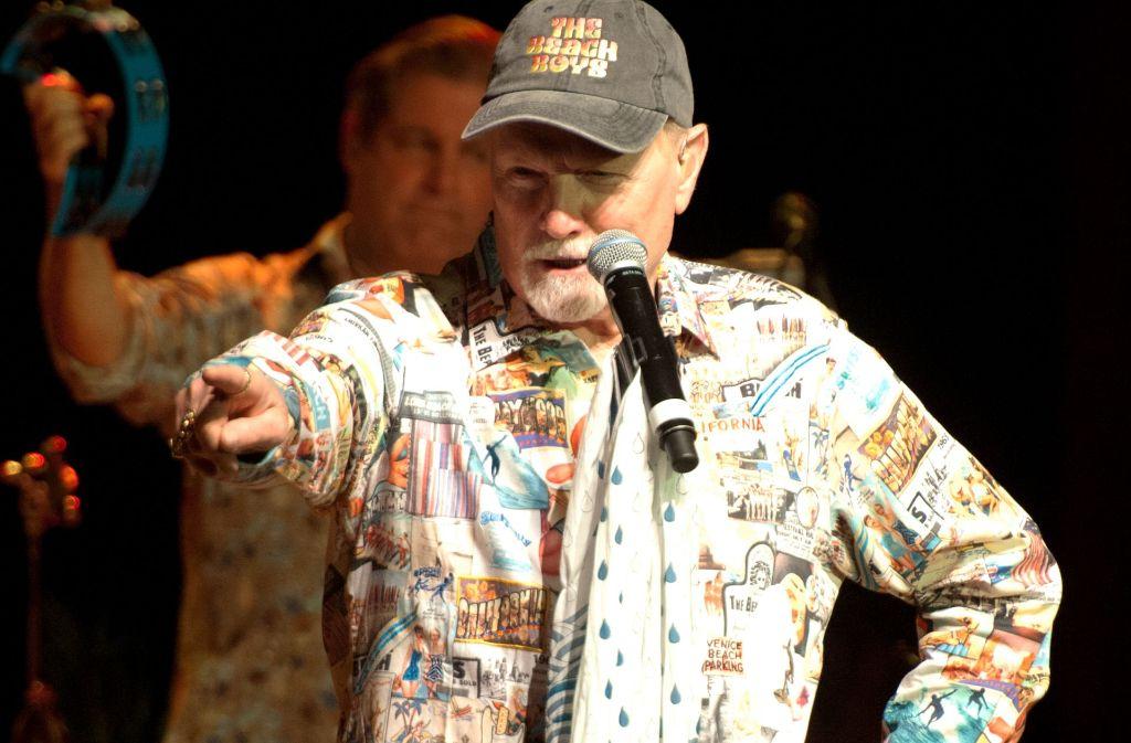 Er hat hier klar das Sagen: Gründungsmitglied Mike Love steht bei den Beach Boys ganz vorne. Foto: Lichtgut - Oliver Willikonsky