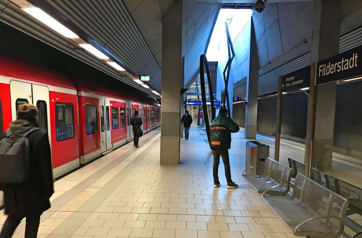 Bisher endet die S-Bahnlinie 2 in Bernhausen. Foto: Julia Bosch