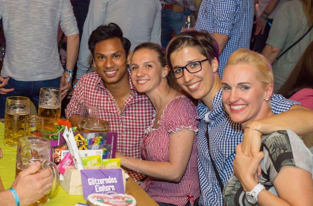 Volles Zelt und glückliche Gesichter: die Gaydelight-Party auf dem Wasen. Foto: 7aktuell.de   Amr Moustafa