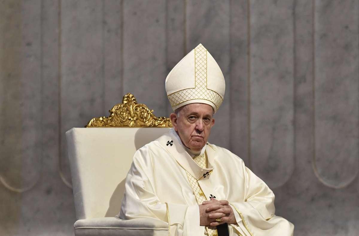 Papst Franziskus feiert Weihnachten dieses Jahr anders als üblich. (Archivbild) Foto: dpa/Tiziana Fabi