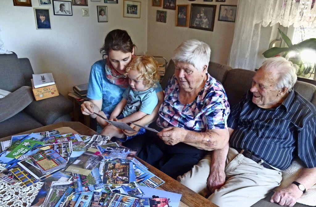 Die Übrraschung für ihre Großeltern ist Lisa Haack (links) mehr als geglückt. Foto: Theresa Ritzer