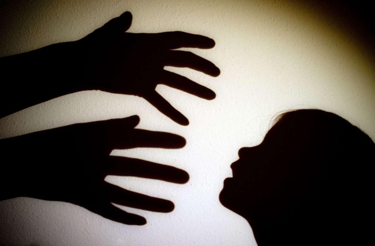 Der 21-Jährige soll mehrer Kinder sexuell missbraucht haben. (Symbolbild) Foto: picture alliance/dpa//Patrick Pleul