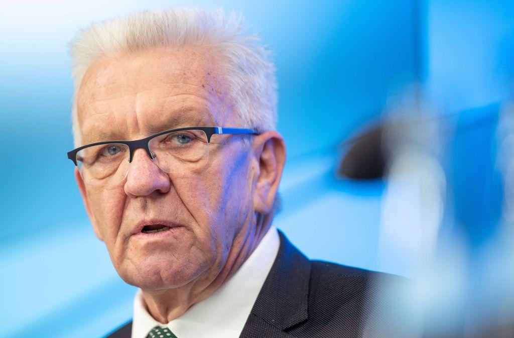Winfried Kretschmann legt sich noch nicht auf eine Neuregelung der Grundsteuer fest. Foto: Sebastian Gollnow/dpa