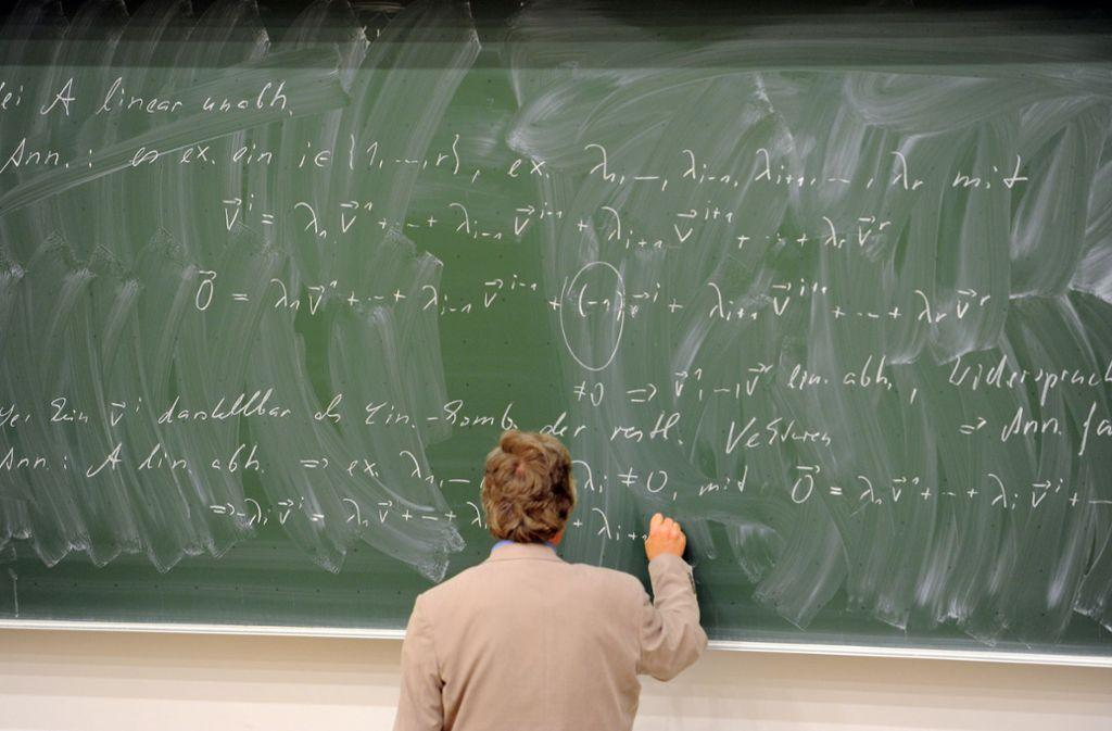 Mathe ist nicht jedermanns Sache. Wem die Grundlagen fehlen, hat schlechte Aussichten. Foto: dpa-Zentralbild