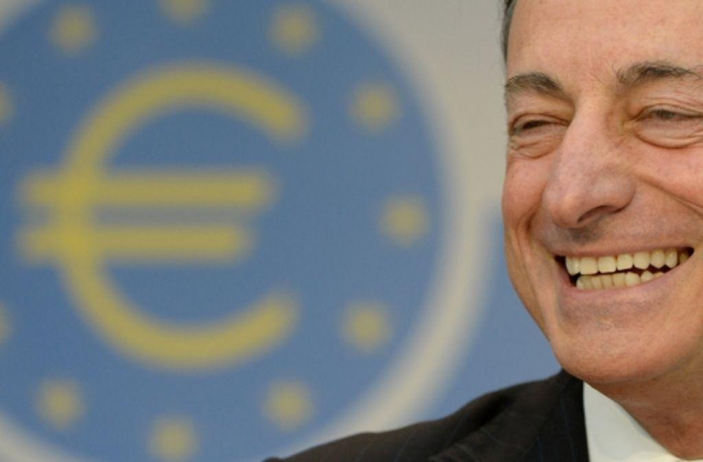 EZB-Präsident Mario Draghi hat gut lachen – der Sparer dagegen nicht. Foto: dpa