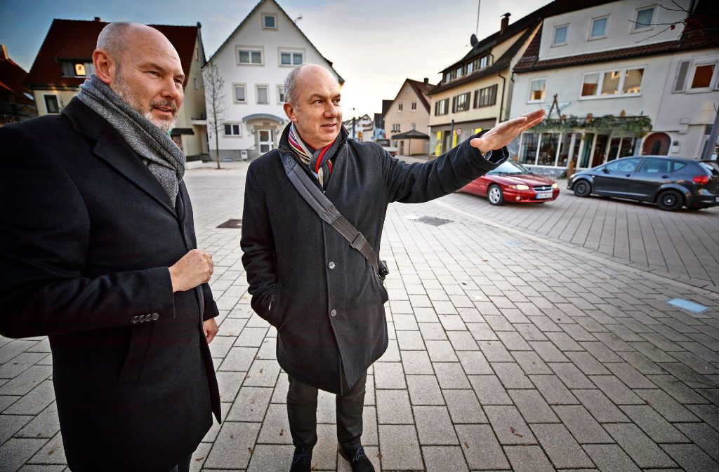 "In Rudersberg hat Martin Kaufmann (li.) das Verkehrskonzept ""Shared Space"" durchgesetzt. Foto: Gottfried Stoppel"